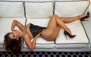30 brunette sexy women pictures!