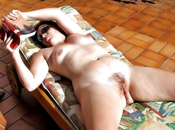 Hot girls reading naked books!