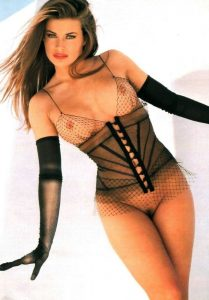 Sexy star Carmen Electra nude pictures