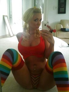 Awesome nude pictures of Molly Cavalli