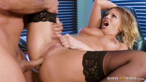 Secretary Britney Amber has super anal sex with the guest in the office!